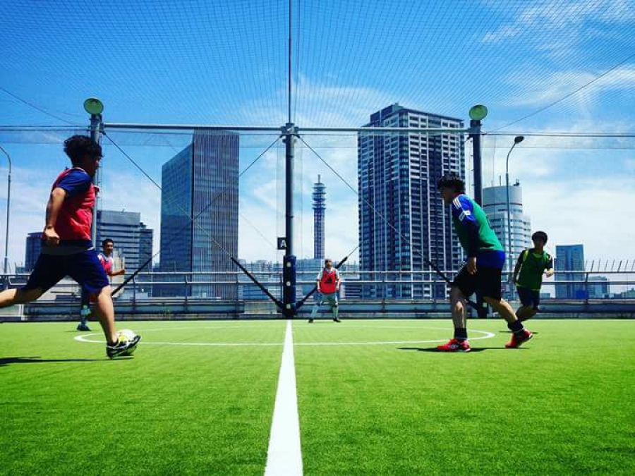 Coerver® Coaching Japan roof top pitch. What a setting for training #neverfollow